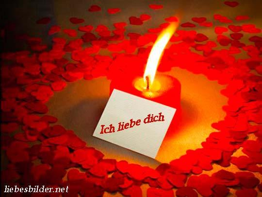 Schöne liebesbild mit einer Kerze
